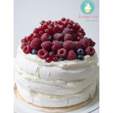 Tort Pavlova cu bezea si fructe